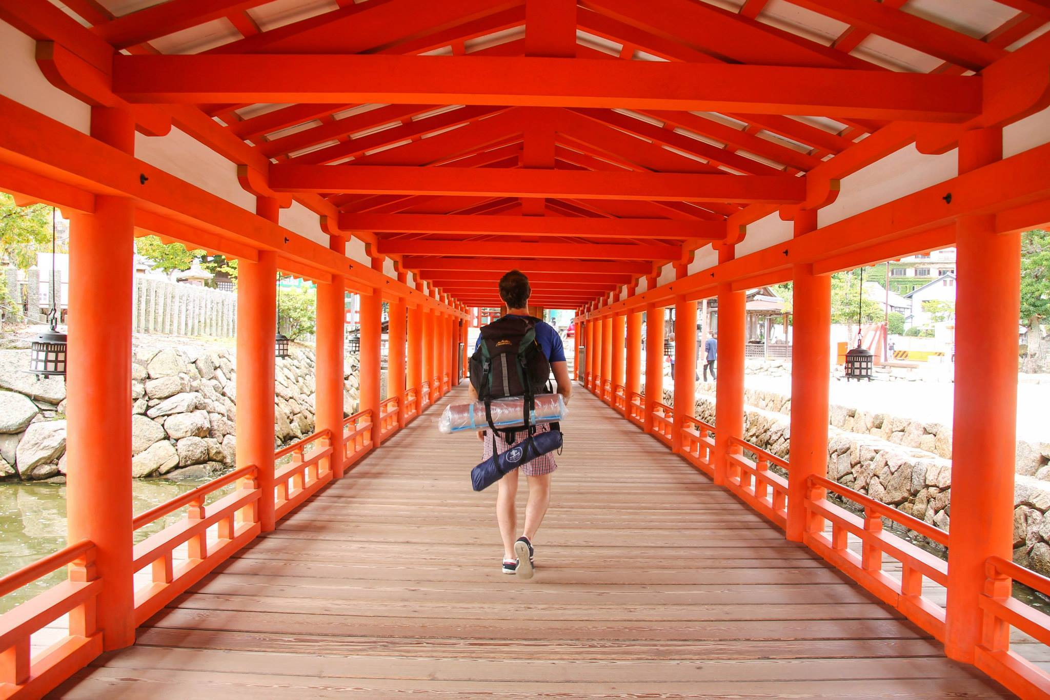 How to hitchhike through Japan