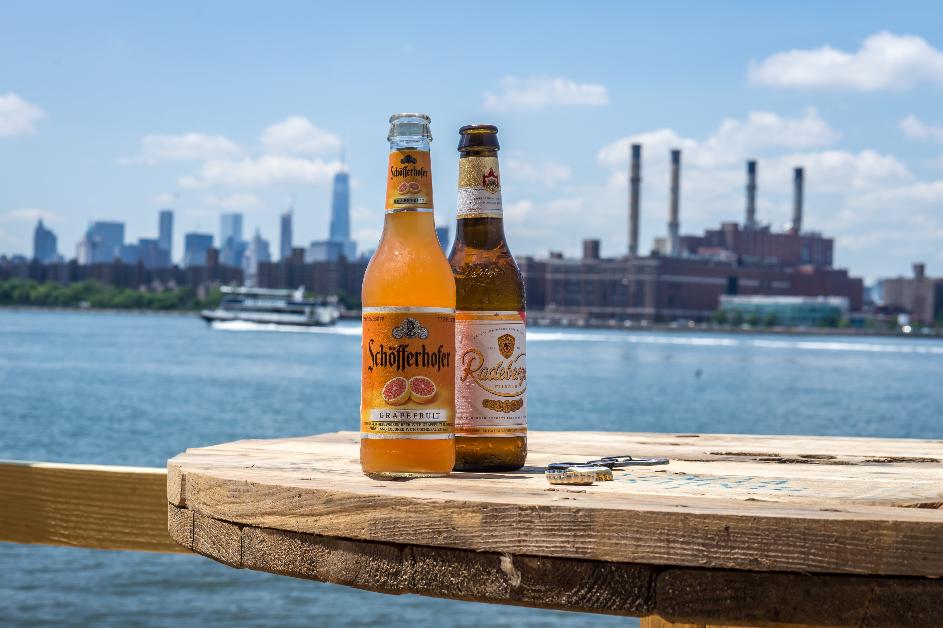 Brooklyn Barge Bar and North River Lobster Co. reopen for the season, prove spring is coming