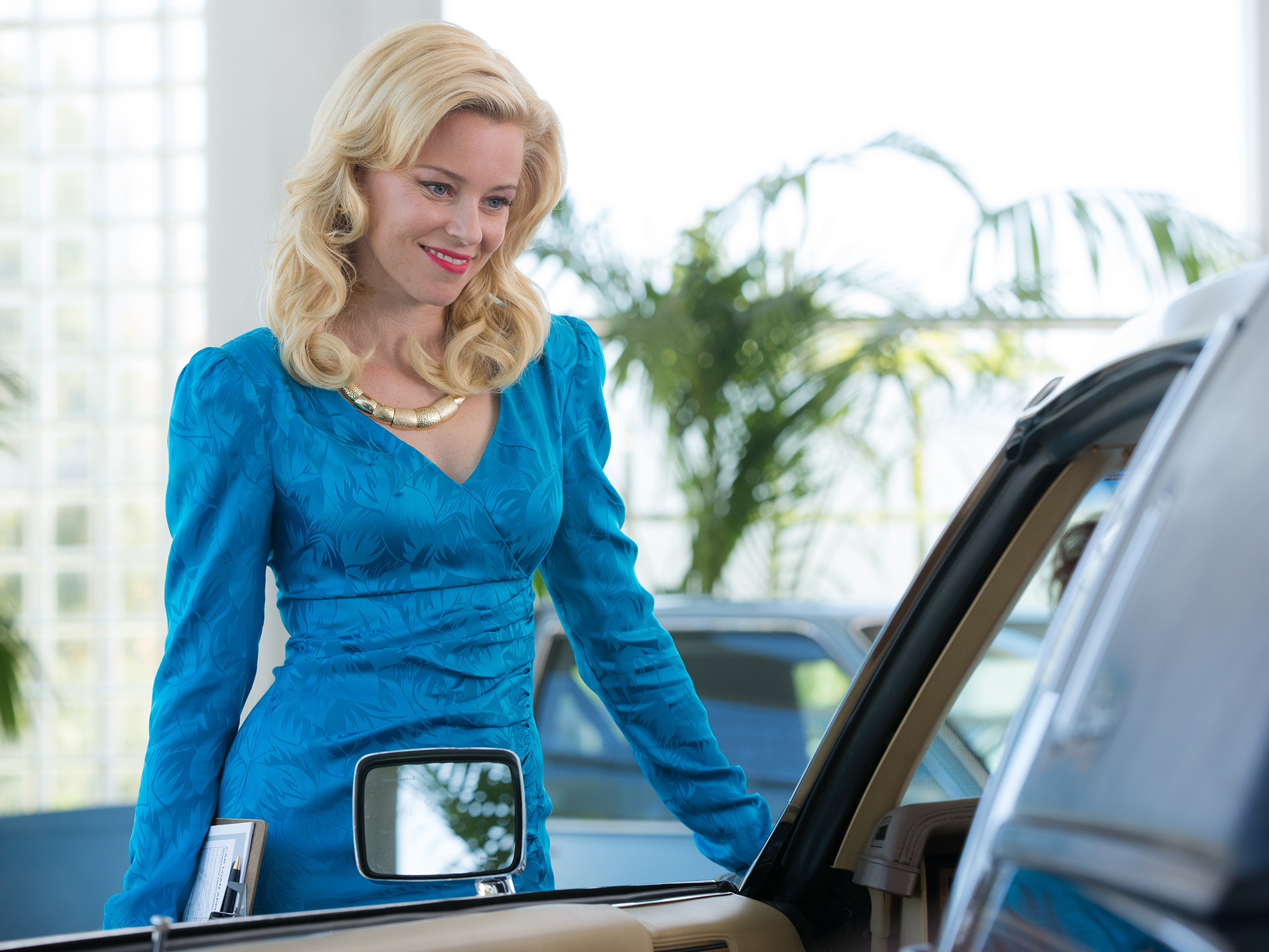 Elizabeth Banks on the set of Roadside Attraction's LOVE AND MERCY.