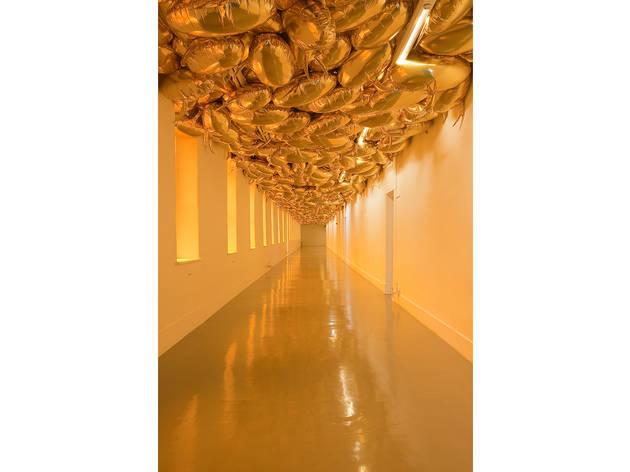 Philippe Parreno, Speech Bubbles (Gold), 2009