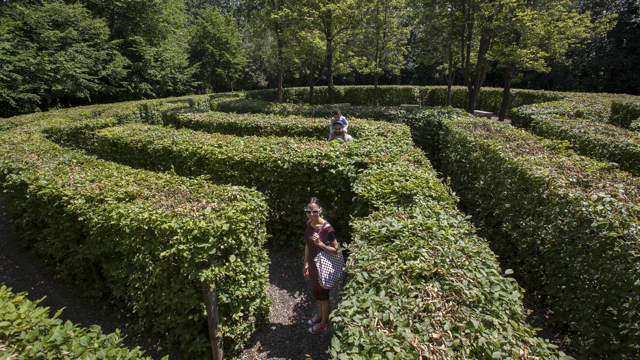 hidden gardens and green spaces in london secret gardens