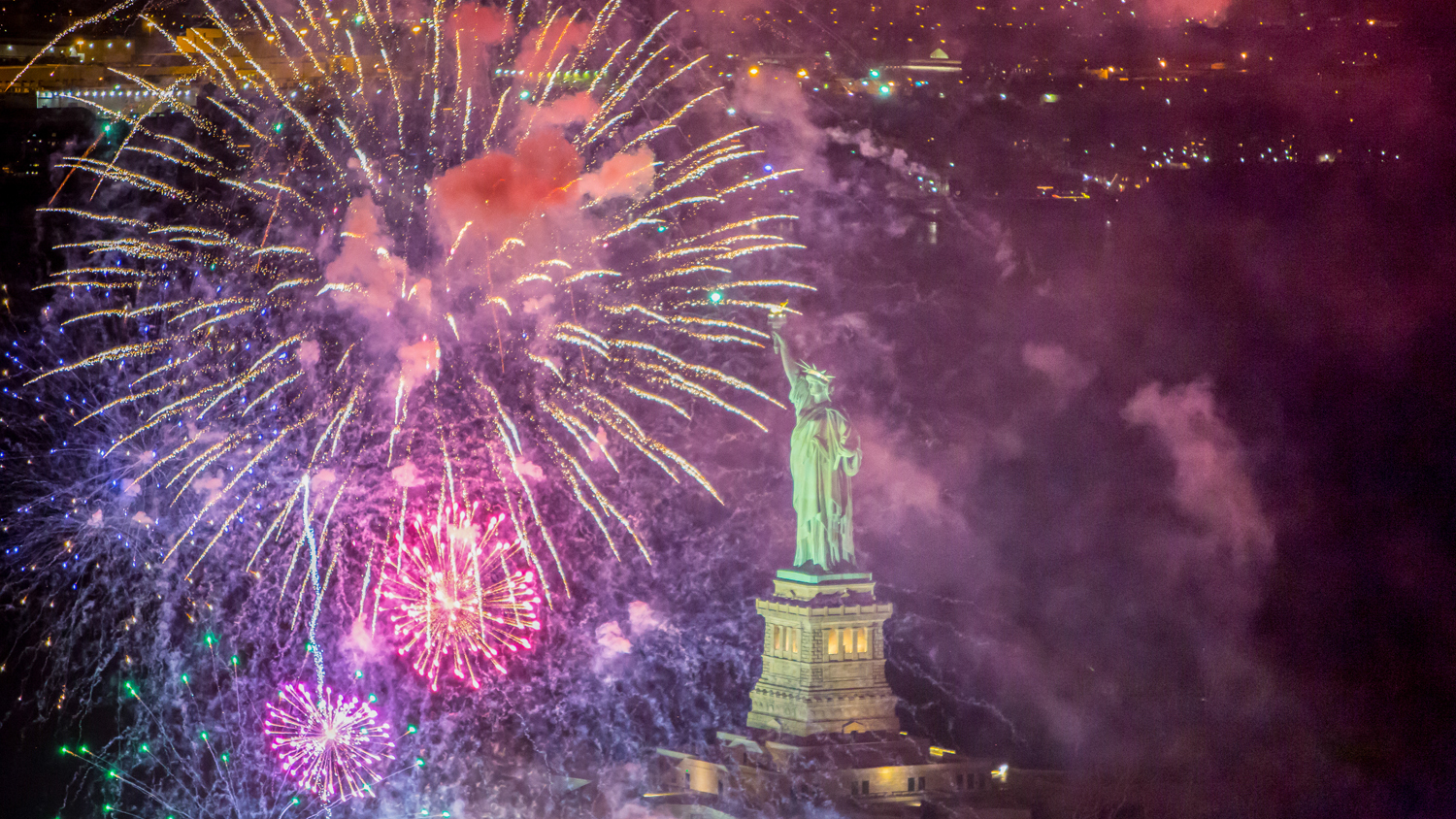 The Macy's Fourth of July fireworks are back on the East River with a giant show