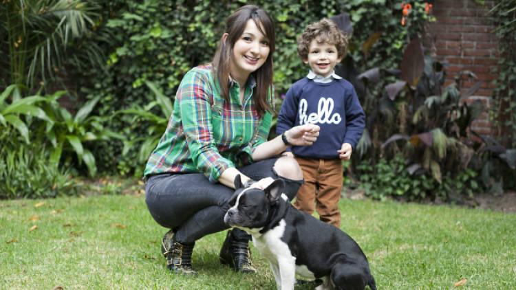 Ileana Rodríguez, Reclu, con su hijo Sebastián y su perro.