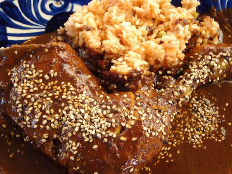 Cocina: Mole con cacahuate y zompantle