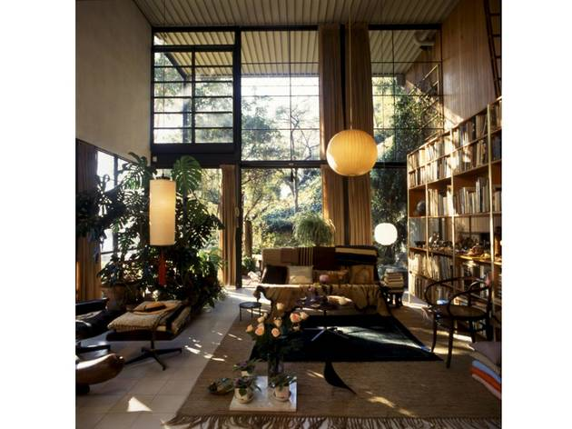 (Eames House Living Room. Photographer Antonia Mulas. © Eames Office LLC.)