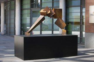 (Breakout II by Bruce Beasley. Located at Undershaft - Hiscox, © the artist, courtesy of Pangolin London. Photo: Nick Turpin)