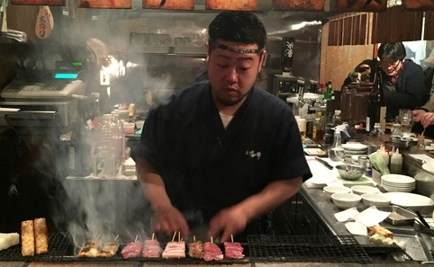 Déguster des sushis au Nihon Saisei Sakaba