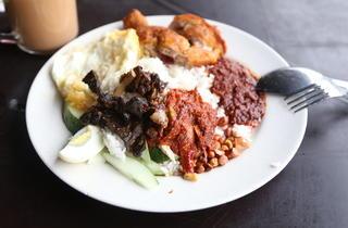 Warung Nasi Lemak Pak Ayob fried chicken with nasi lemak