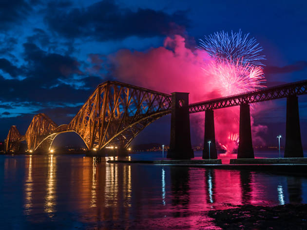 25 forth rail bridge fireworks