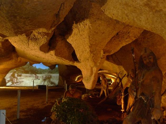 Guided visit to the Espluga caves