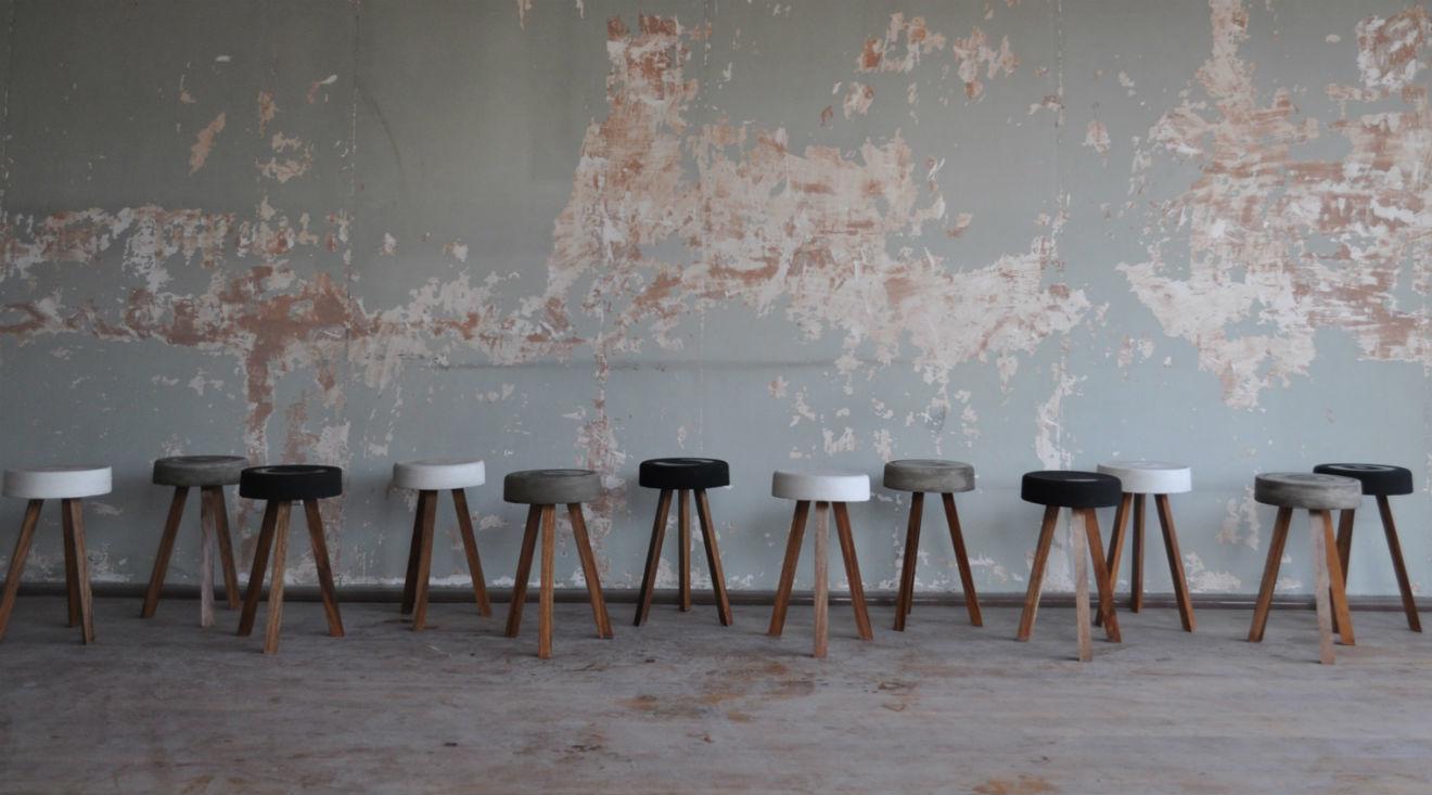 Bancos de concreto y madera realizados por Adhoc.
