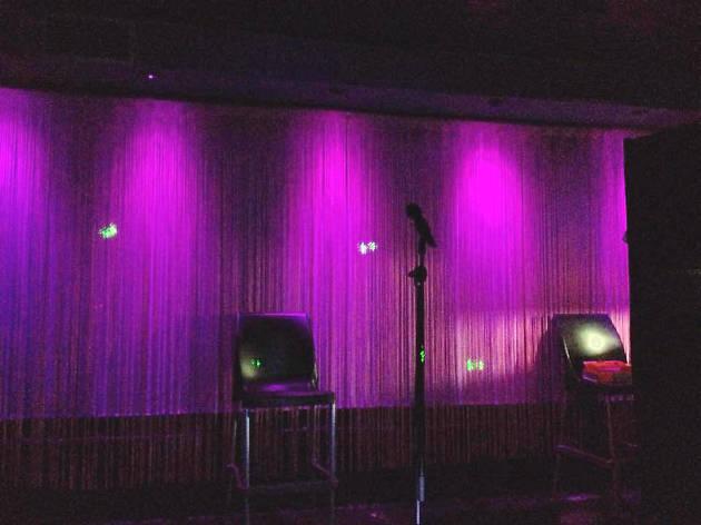 Acabar la noche en el karaoke de la Plaza de los Mostenses