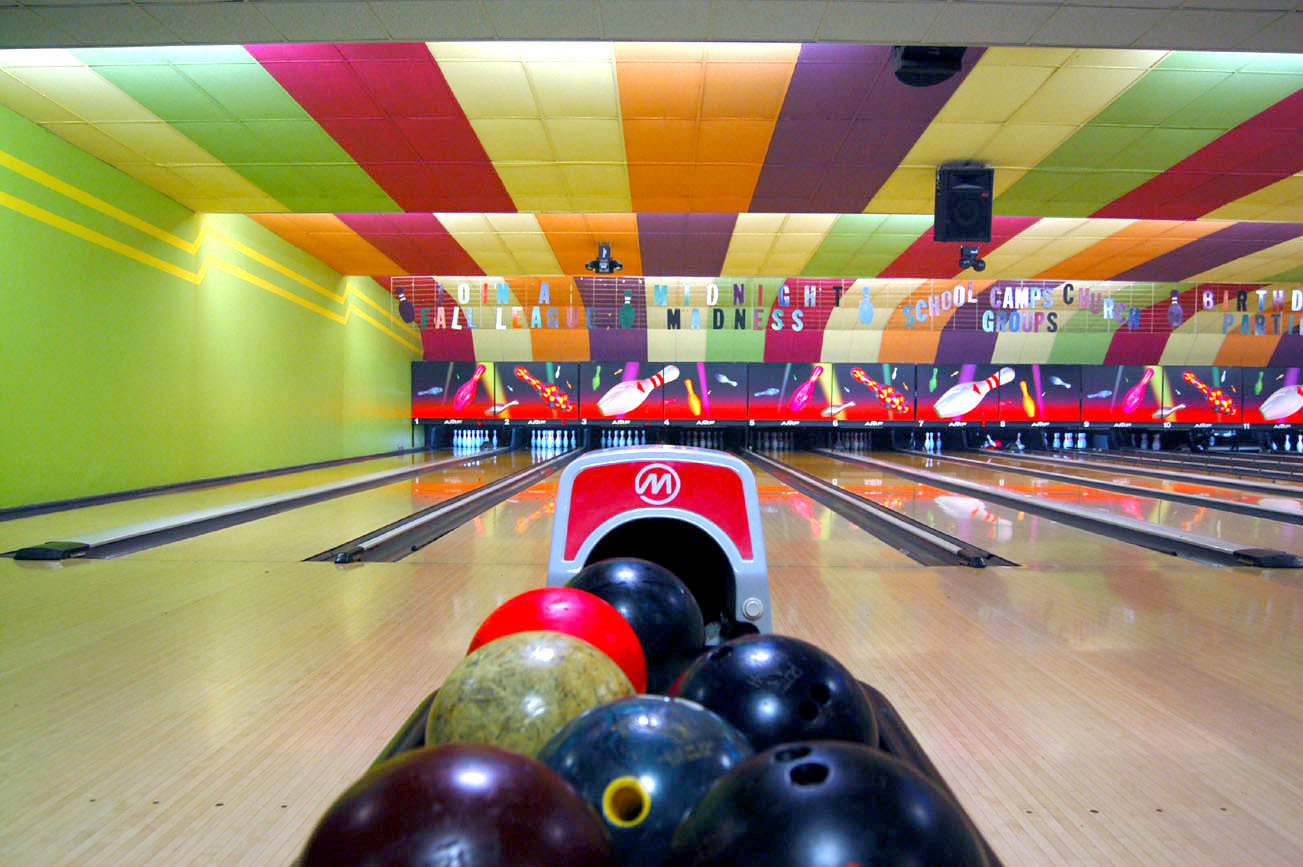 bowling alley game for kids