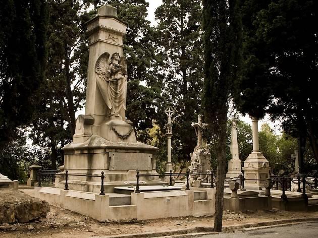 Panteó de Santiago Rusiñol, Cementiri de Montjuïc