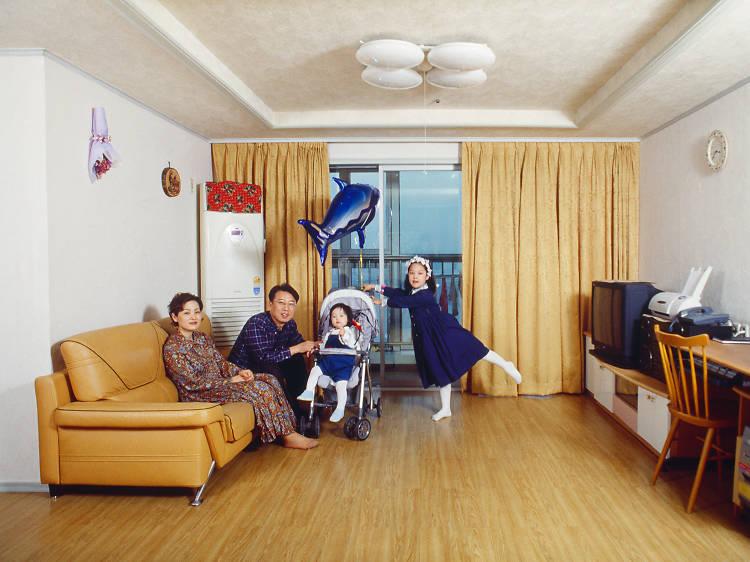 Seoul eye: 정연두가 찍은 '가족사진'