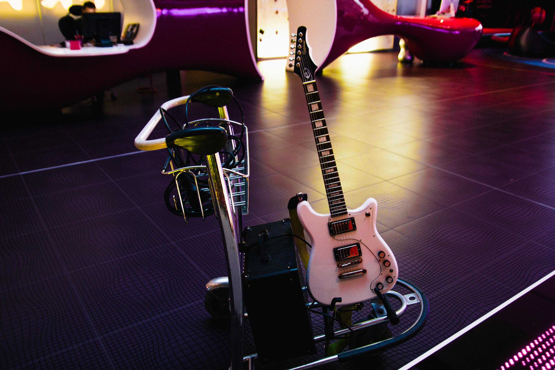 Nhow guitars