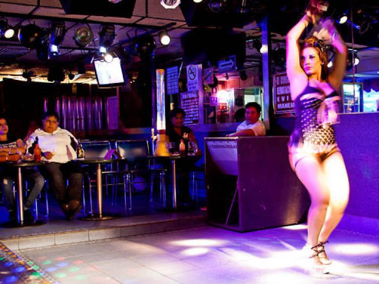 Una noche en Botas Bar (para chicas)