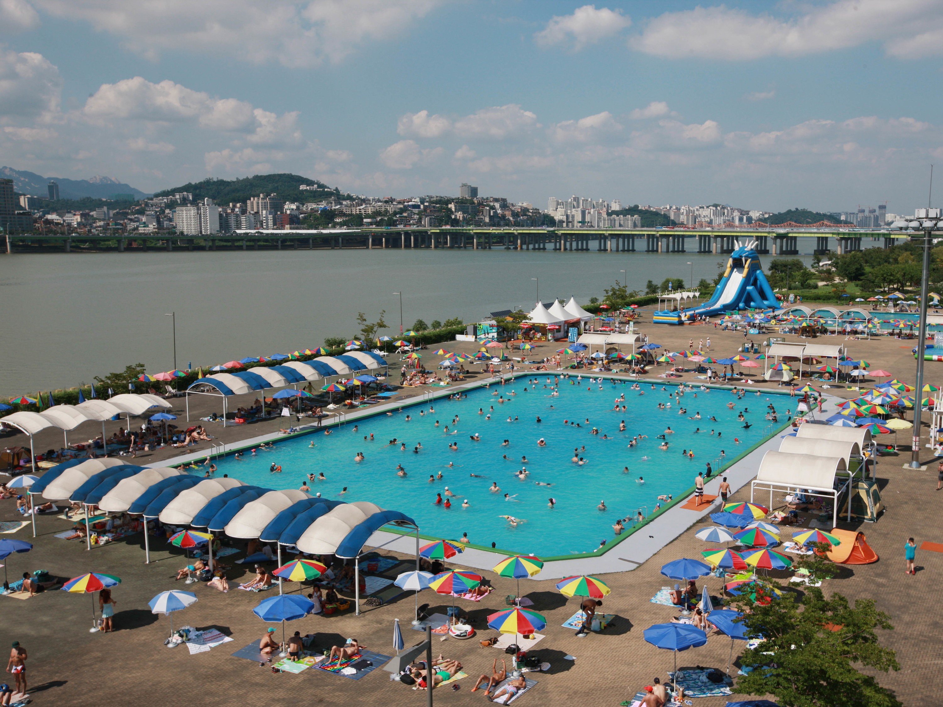 Cool By The Pool Han River Swimming Pools Time Out Seoul