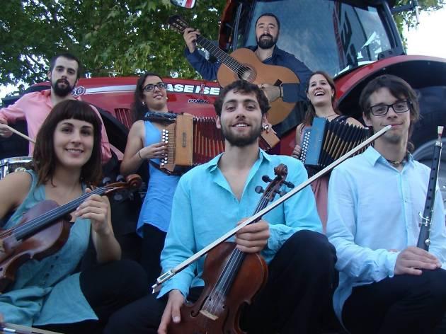La plaça del folk 2015: NewCat_ètnic + Orquestrina Trama