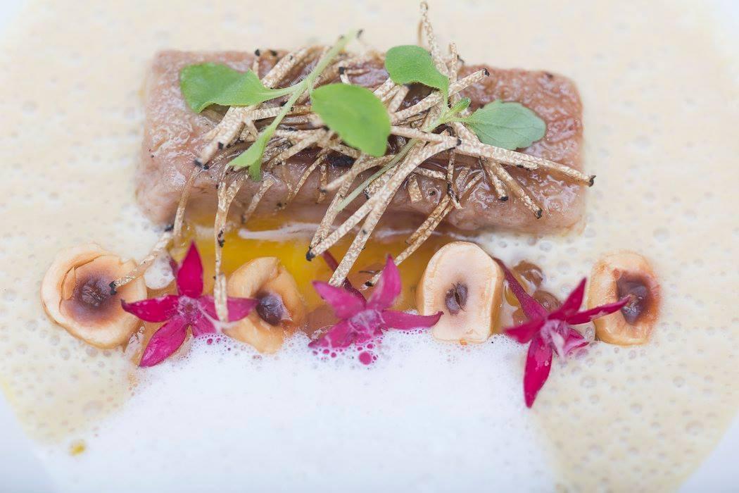Foie gras amb nespres, avellanes i roses de l'Axol