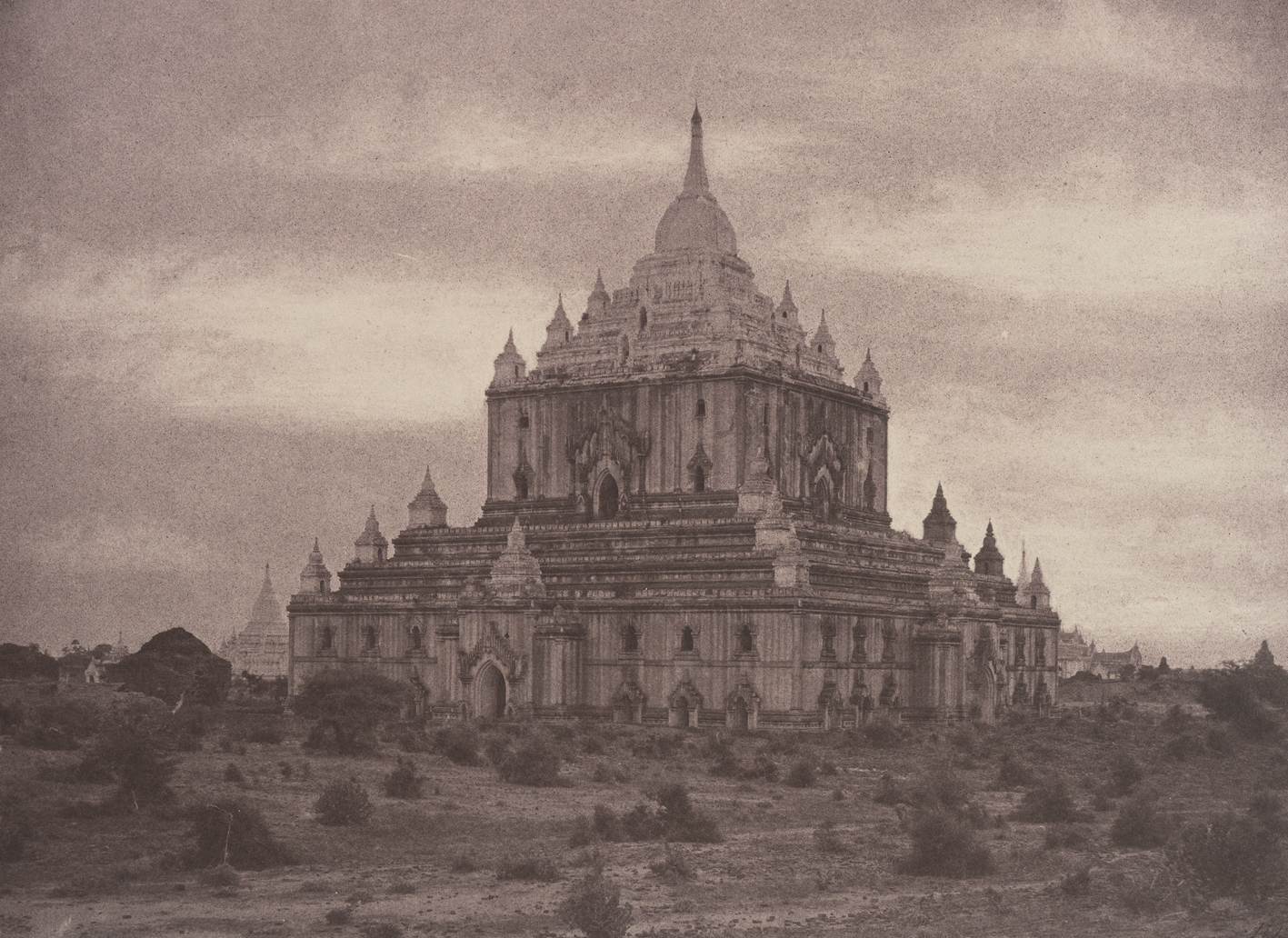 (Captain Linnaeus Tripe: Pugahm Myo: Thapinyu Pagoda, August 20-24, 1855)
