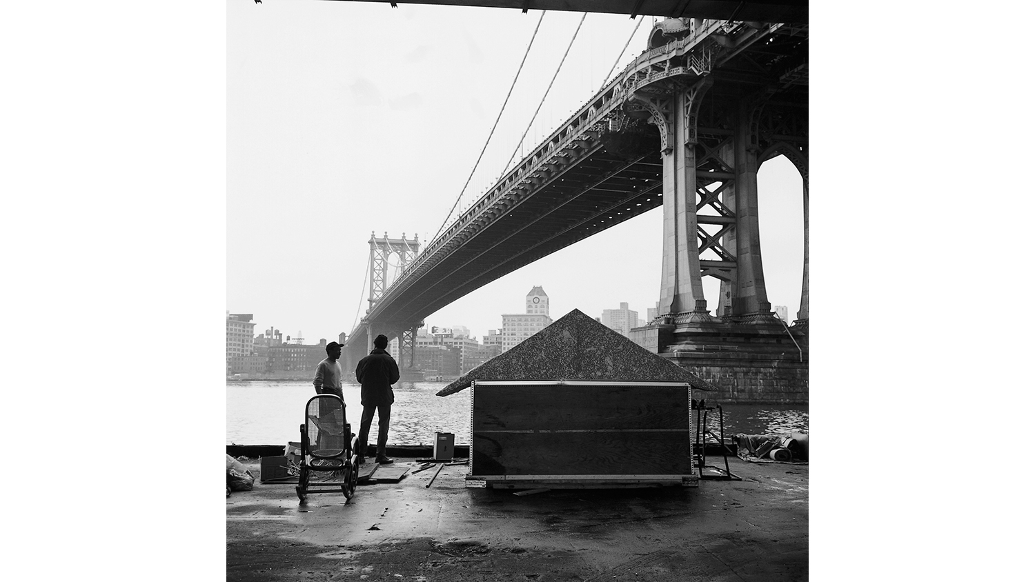 Margaret Morton, Mac's first house, East River, 1992