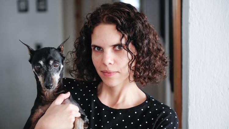 Toni François con su perro Rata