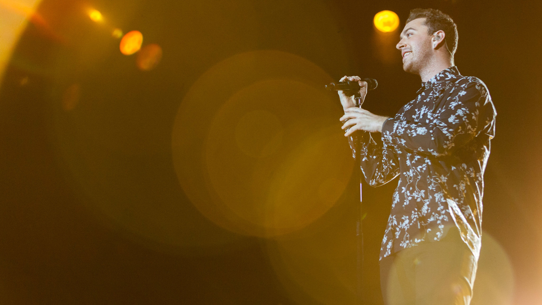 Sam Smith turned in a set in front of a crowd of thousands at Lollapalooza on August 1, 2015.