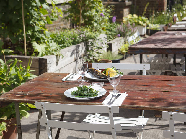 42 perfect places to eat alfresco