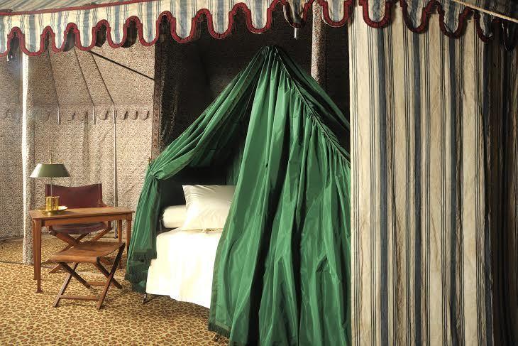 Tente de campagne de Napoléon Ier avec son mobilier, Paris.