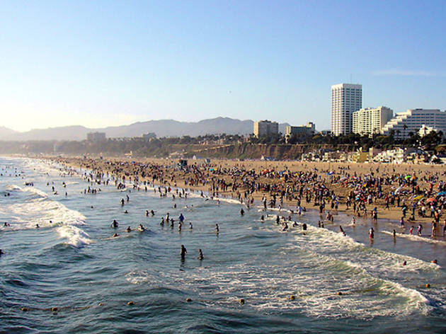 The Best Restaurants Bars Beaches S And Attractions In Santa Monica