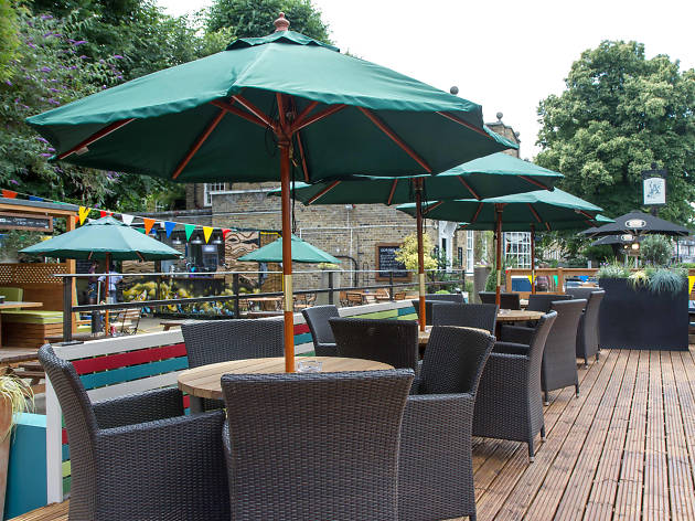 London's best beer gardens - Alwyne Castle