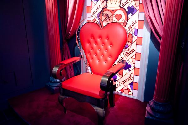 水曜日のアリス 赤い女王の椅子
