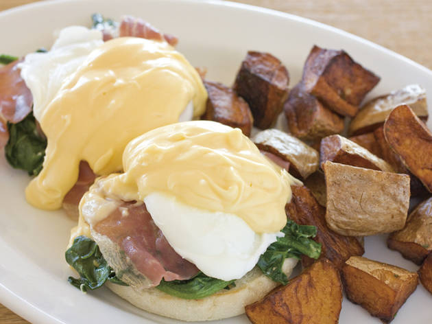 Eggs Benedict at Slappy Cakes | Time Out Tokyo