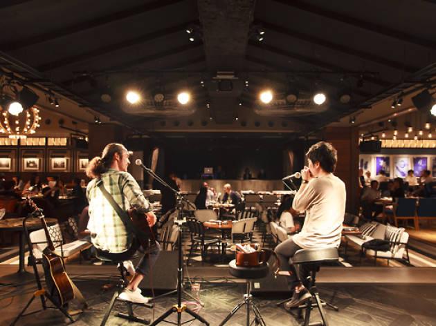 e+が手がける大型ライブカフェが渋谷にオープン。チャージとチップは全額アーティストへ
