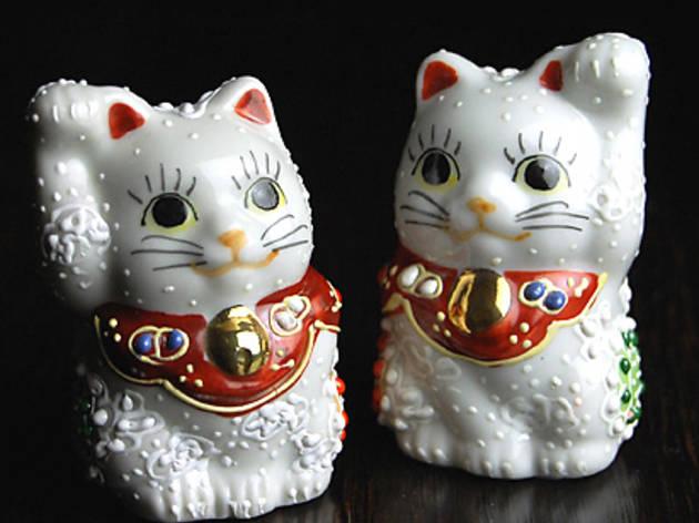 Maneki-Neko Cat Statue | Time Out Tokyo