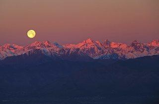 (Full Moon over the Alps © Stefano De Rosa)