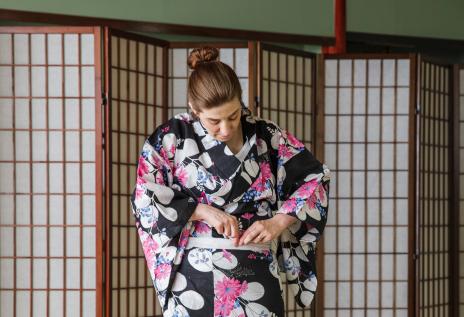 How to tie a yukata, step 2