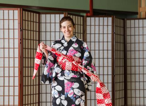 How to tie a yukata, step 4