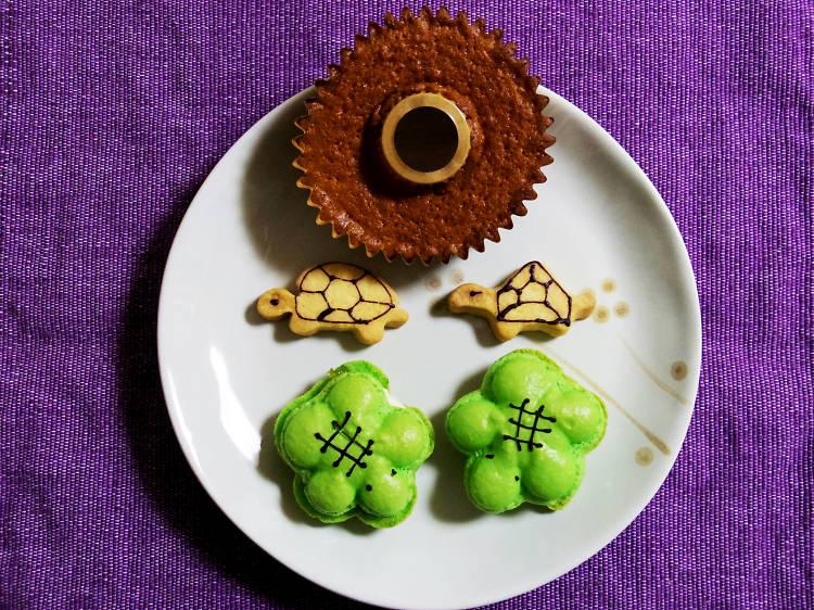 Sample turtle-shaped treats at Kameido Umeyashiki