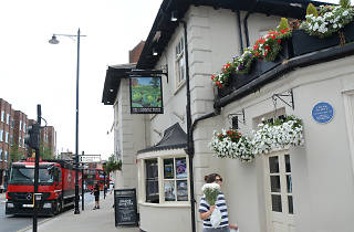 Rugby pubs in London, the Cabbage Patch pub in Twickenham