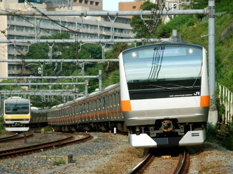 Tokyo train etiquette: how to be a good commuter