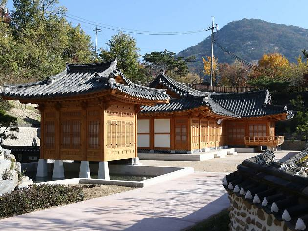 Cheongun Literature Library