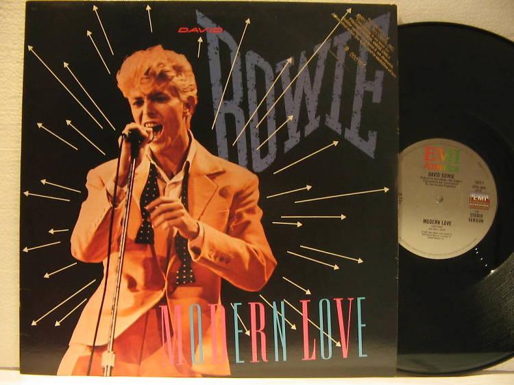 Hi sona un tema de Bowie