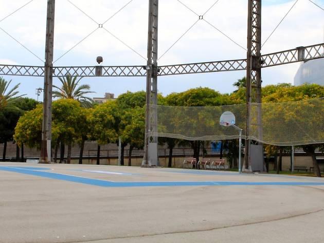 Básquet en el Parc de la Barceloneta