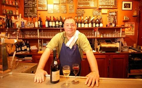 パリのワインバーでバロンに会う