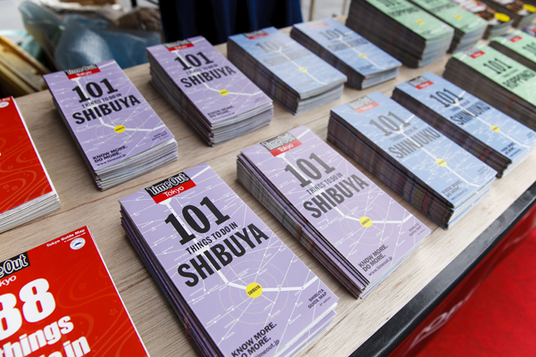 "SHIBUYA ""POP UP"" TOURIST STAND"