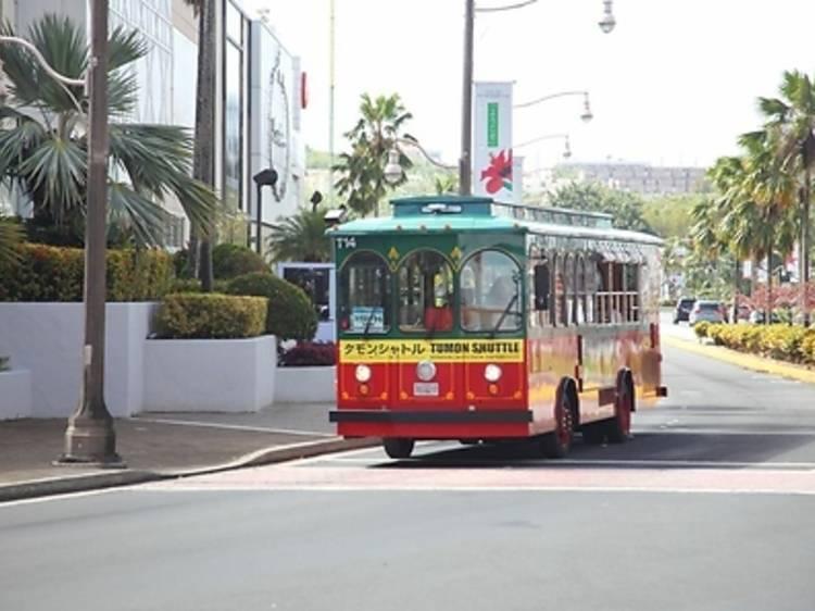 8. 移動は赤いバスを使う