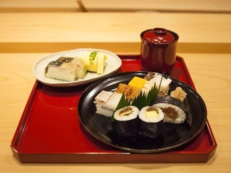 12時:寿司の原型を味わう