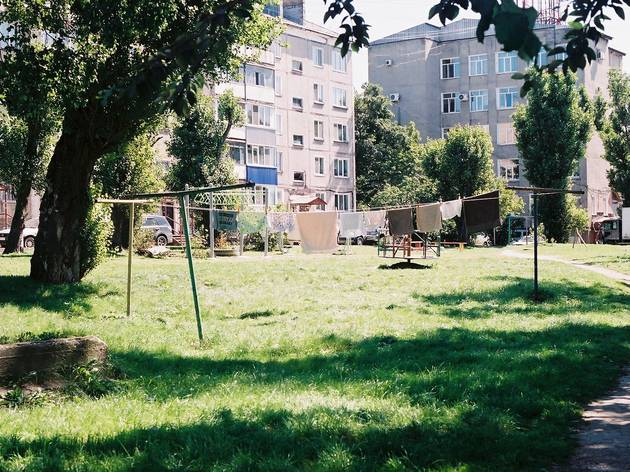 Have a picnic in a khrushchyovka yard